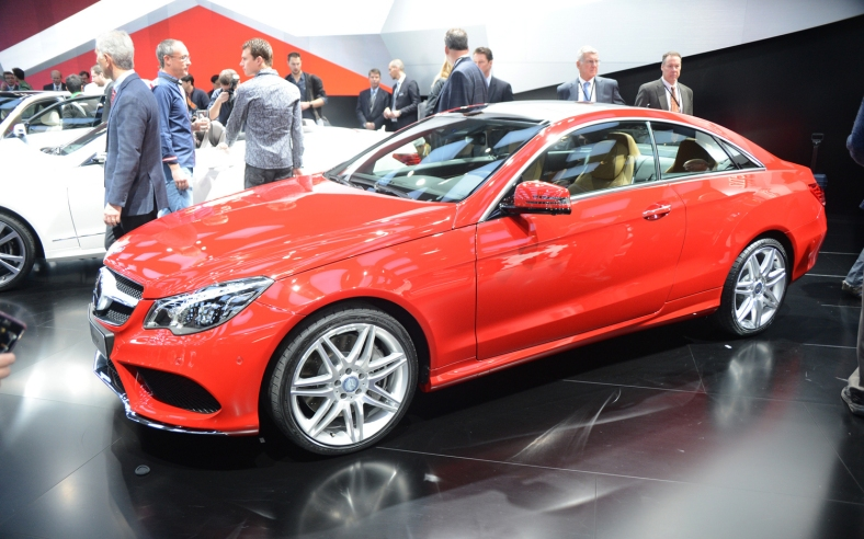2014-Mercedes-Benz-E-Class-Coupe-front-three-quarters